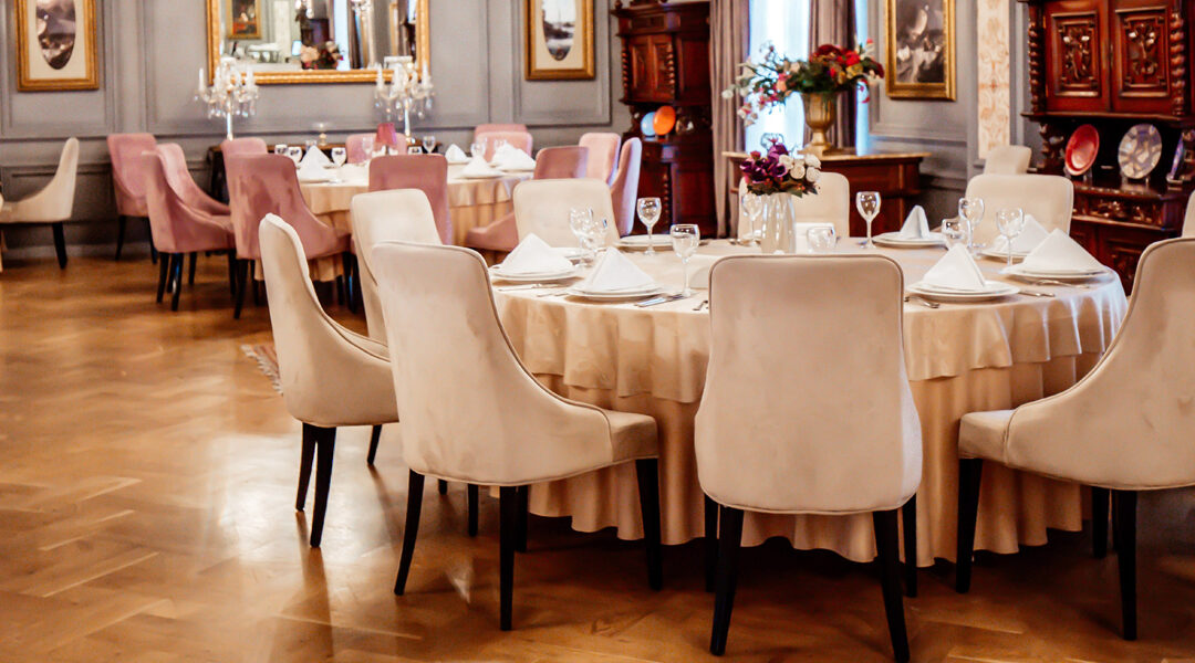 5 Reasons to Invest on Your Restaurant's Upholstery